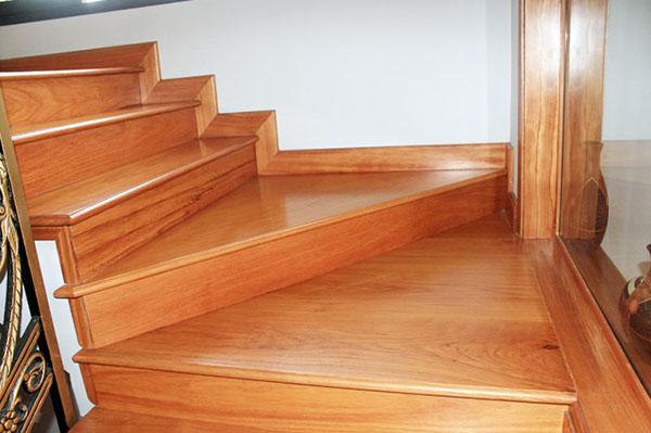thiết kế cầu thang gỗ